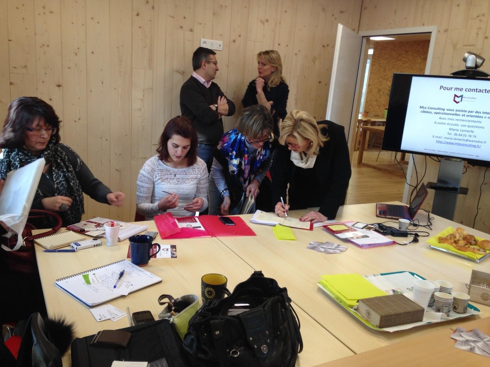 Salle de réunion en mode coworking Nomade Office 77